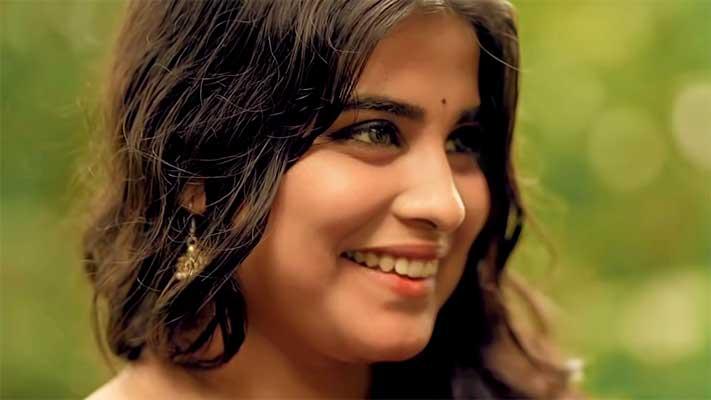 aayiram-kannulla-malakha-song-lyrics-ayiram-malagha